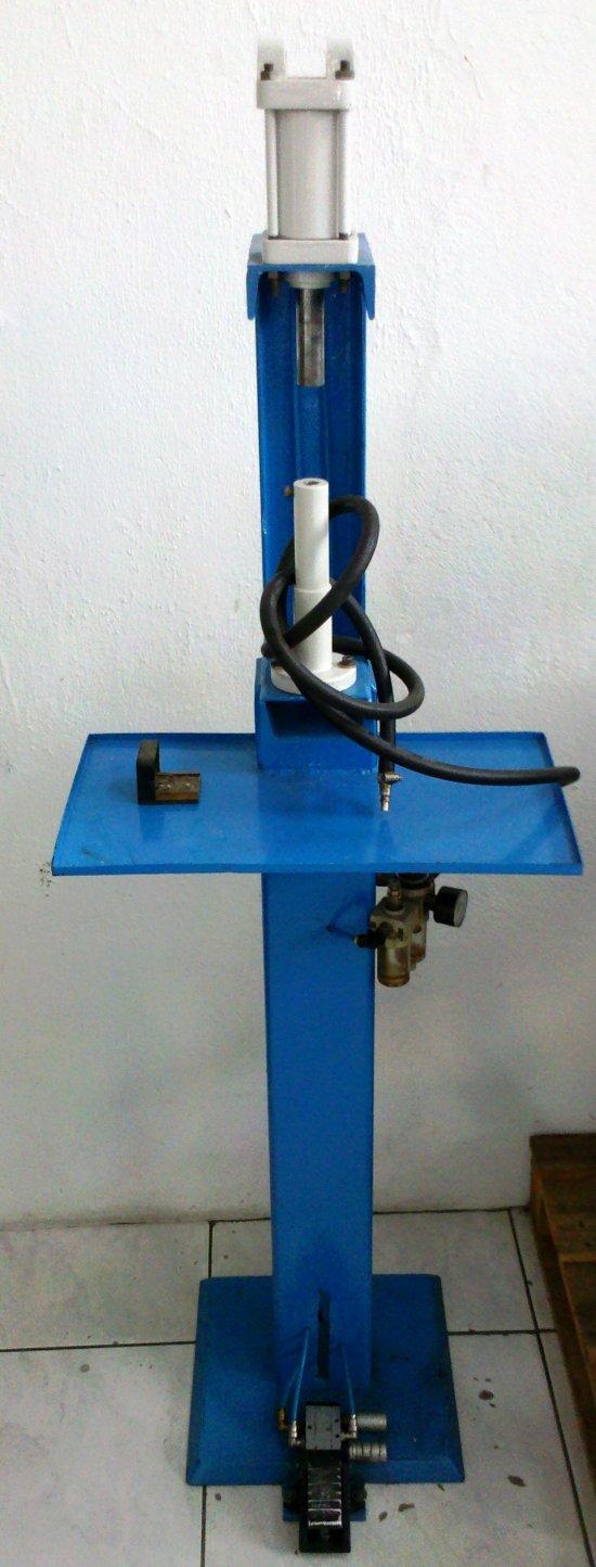 Máquina de Aplicar Ilhós/Rebites Pneumática